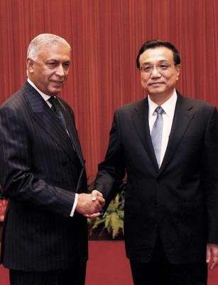 Shaukat Aziz with Li Keqiang