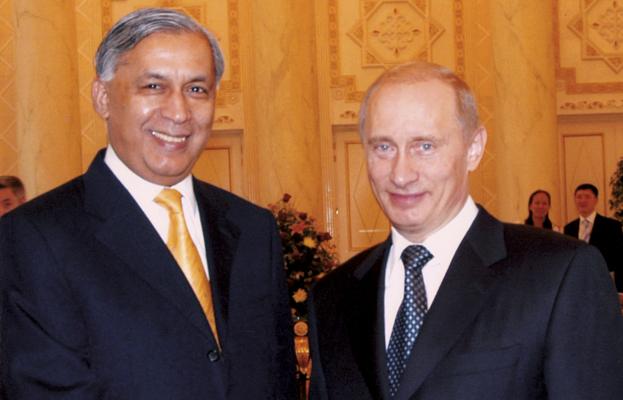 Shaukat Aziz with Vladimir Putin