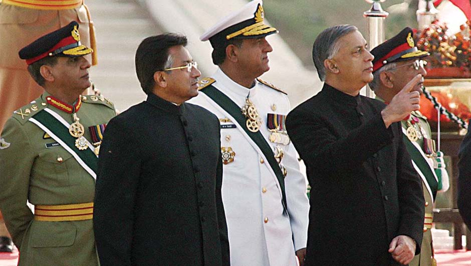 Shaukat Aziz with Pakistani President Pervez Musharraf