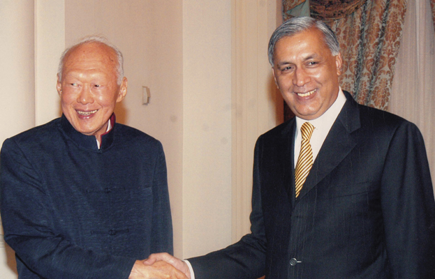 Shaukat Aziz With Lee Kuan Yew